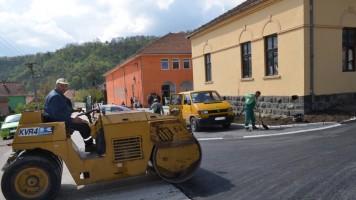 Асфалтирање улица у Гамзиграду