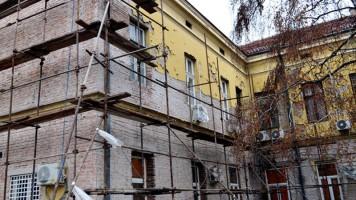 Реновира се фасада Градске управе