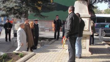 Венци на споменик борцима рата 1991-1995. године