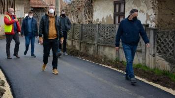 РАДНО У ЗАЈЕЧАРУ: Завршено асфалтирање у Грлишту