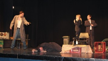 У препуној сали позоришта одиграна представа