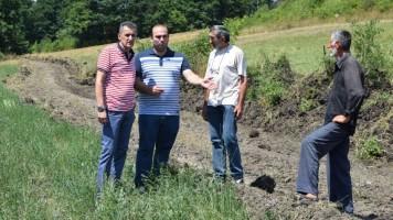 Почело уређење атарских путева у Гамзиграду