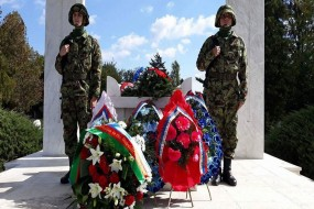 Положени венци на споменик погинулим борцима у Другом светском рату