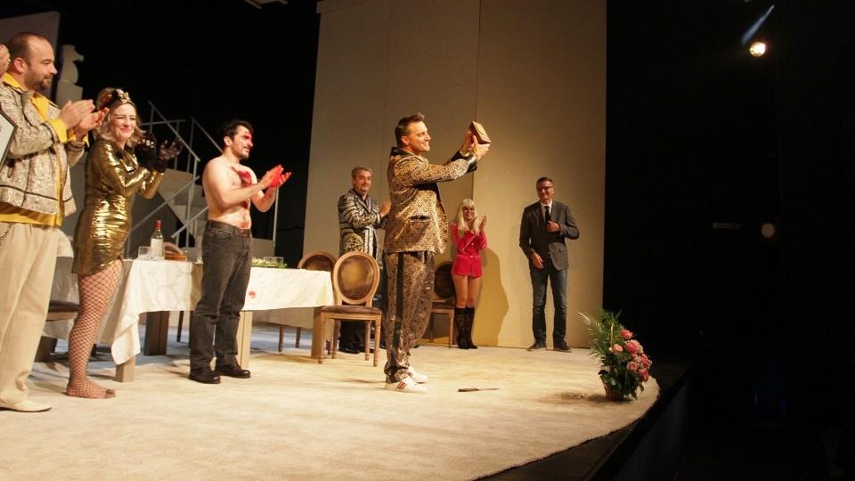 Зајечарци  дуготрајним аплаузом поздравили глумачки ансамбл Народног позоришта Републике Српске