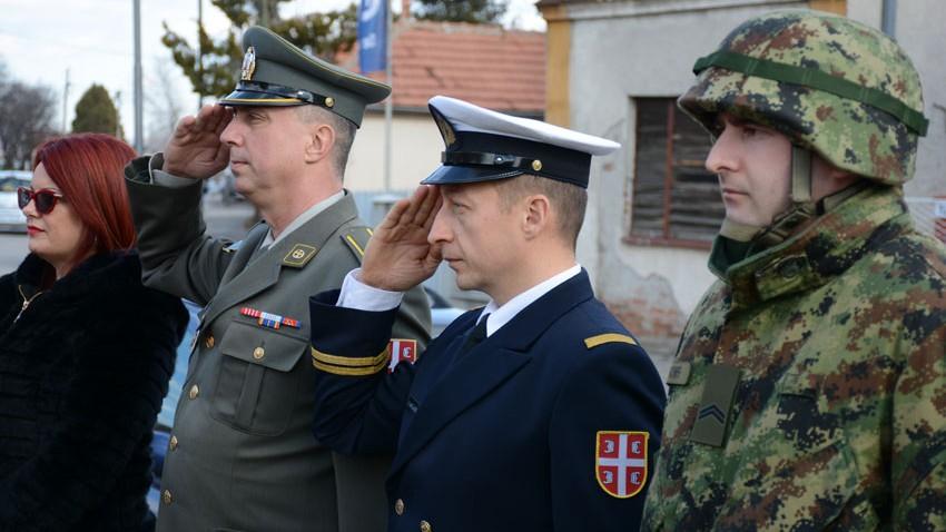 Дан државности обележен у Зајечару полагањем венаца на споменик Хајдук Вељку Петровићу