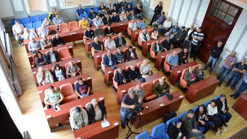 ВРАЋА СЕ ПОВЕРЕЊЕ ПОЉОПРИВРЕДНИКА: 95 пољопривредних произвођача потписало уговоре