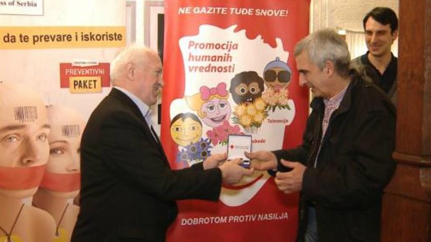 Медаља Црвеног крста за 20 година сарадње уручена Предрагу Коцићу